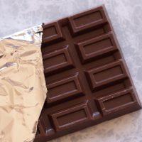 ガムとチョコレートを一緒に食べるとガムが溶ける