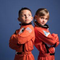 宇宙飛行士がオレンジ色の服を着る理由