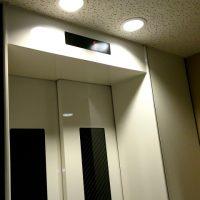 エレベーターに鏡が備え付けられている本当の理由