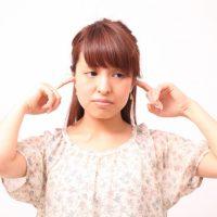 耳に指を入れた時の音の正体は何?
