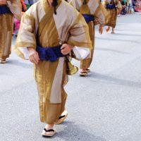江戸時代では同じ手足を同時に出して歩いていた