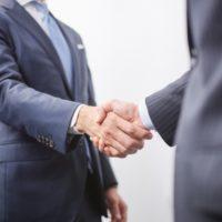 「合併」と「経営統合」の違い