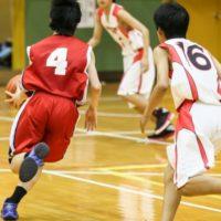 バスケットボールは50人チームで対戦していた