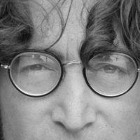 ジョン・レノンの髪の毛はオークションの定番アイテム?