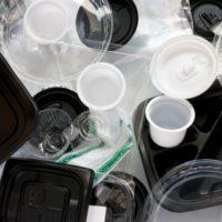 プラスチックが分解されるには400年以上かかる