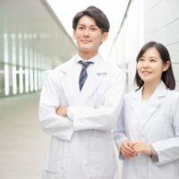 医者が白衣を着る理由は清潔感ではない